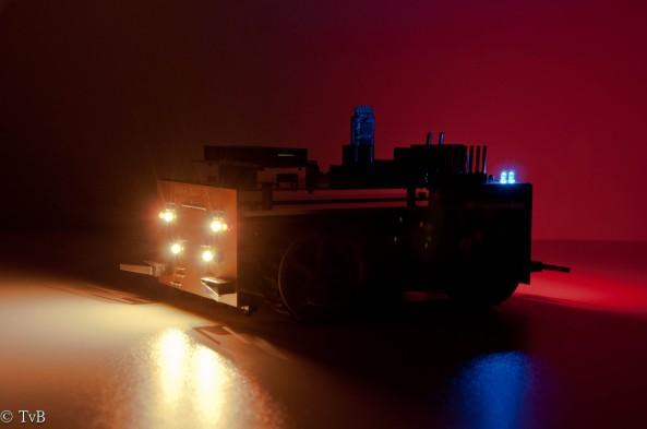 Robot in het donker vooraanzicht