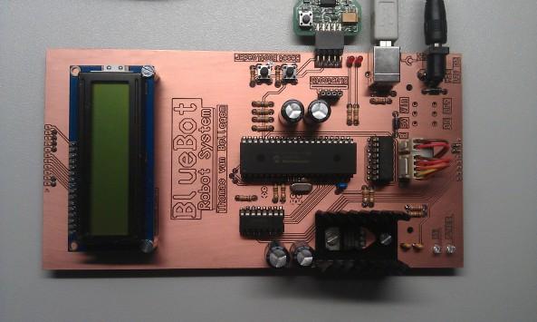 Hoofdmodule met programmer, USB en voeding aangesloten